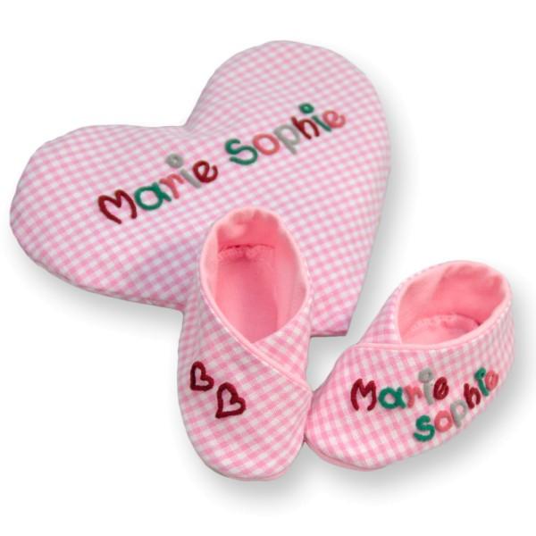 Wärmekissen und Babyschuhe rosa Taufgeschenk